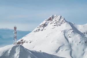 montanhas de neve em krasnaya polyana, rússia foto