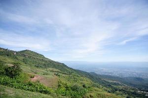 phu tub berk vista para a montanha, tailândia foto