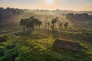 Vista aérea da vila na Indonésia