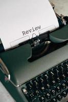 máquina de escrever verde com palavras