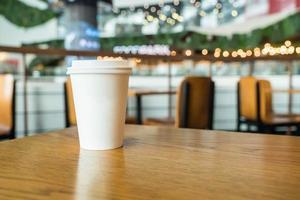 copo para viagem no café foto