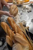 Vista lateral de pão preparado na hora foto