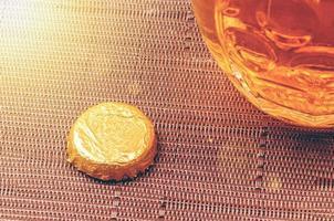 close-up ângulo de um copo de cerveja foto