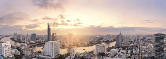 panorama do horizonte de bangkok foto