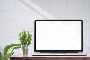 computador portátil de maquete com tela em branco foto
