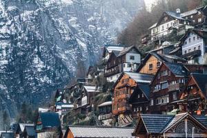 casas de madeira na montanha foto
