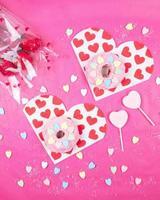 corações brancos e vermelhos panos impressos foto