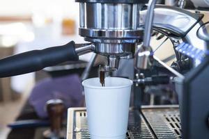 close-up vista da máquina de café expresso foto