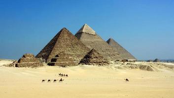 as pirâmides de gizé foto
