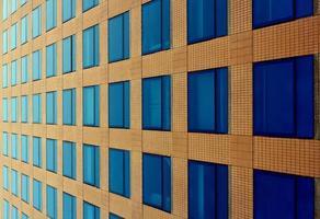 visão abstrata das janelas do escritório foto