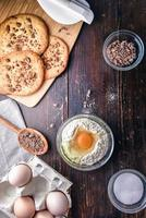 biscoitos de chocolate com ingredientes foto