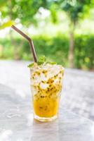 refrigerante de maracujá menta foto