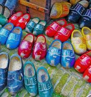 ilustração de sapatos de madeira foto