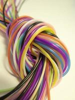 nó de cordões coloridos