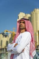 retrato do jovem empresário árabe foto