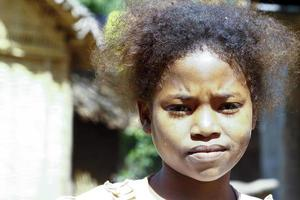 linda jovem negra africana - pobre criança, madagascar