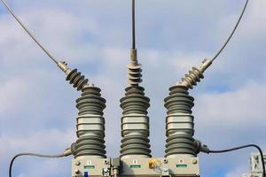 isolamento e interruptores em uma usina de energia