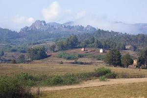 nas montanhas ao redor de ambositra, madagascar foto