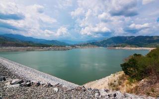 reservatório de barragem foto