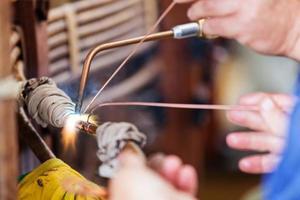 consertando transformador de alta tensão