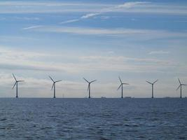 turbinas eólicas gerador de energia no mar foto