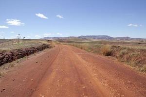 estrada de terra madagascar foto