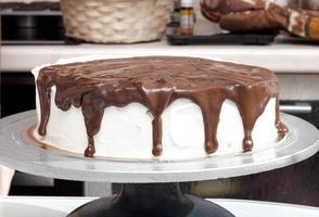 bolo regado com chocolate foto