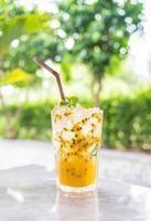 refrigerante de maracujá com hortelã