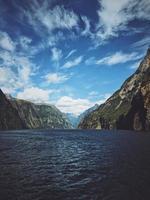 fotografia de paisagem de corpo d'água