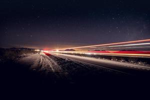 fotografia de lapso de tempo de veículos na estrada