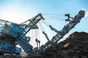 maquinário de mineração na mina