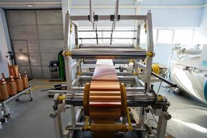 máquina dobradeira de folha de cobre foto
