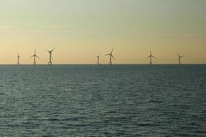 parque eólico offshore foto
