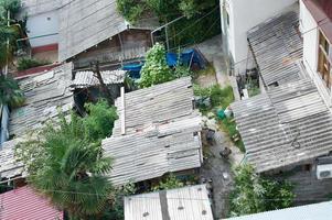 telhados em áreas urbanas pobres foto