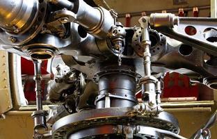as partes mecânicas de uma hélice de helicóptero