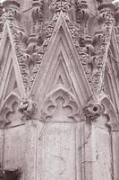 detalhe sobre as ruínas da igreja de São Lucas, liverpool