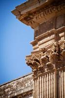 colunas, igreja de st irene, lecce, itália foto