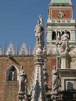 pátio do palácio do doge em veneza foto