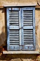 lonate ceppino varese itália persiana veneziana de madeira verde no