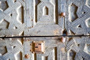Marrocos marrom enferrujado na fachada da áfrica, casa e segurança foto