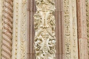 detalhe da fachada da catedral santa maria assunta foto