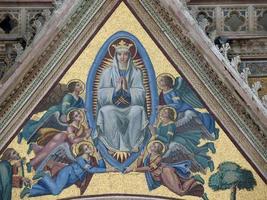 orvieto - fachada duomo. foto