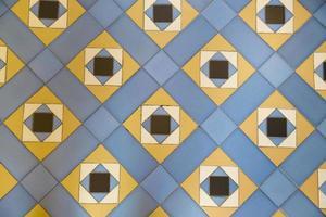 azulejos tradicionais de fachadas de casas antigas foto