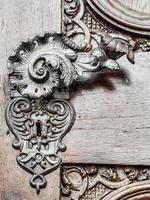 maçaneta vintage na porta antiga, fundo foto