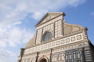 fachada de igreja de santa maria novella em florença, itália foto