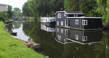 casas flutuantes no canal foto