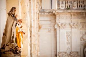 estátuas de santo em lecce foto