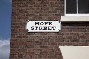 esperança placa de rua na parede de tijolo vermelho, liverpool foto