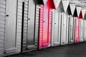 cabanas de praia coloridas foto