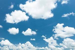 céu e nuvens foto